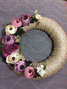 Kapı susleri Jute Crafts, Diy Home Crafts, Felt Crafts, Handmade Crafts, Easter Garland, Easter Wreaths, Felt Flower Wreaths, Christmas Arts And Crafts, Easy Fall Crafts