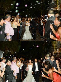 Bubbles make for a great grand exit   Orlando Wedding Photographer   Sivan Photography » Sivan Photography