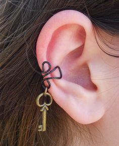 Wire ear cuff with skeleton key