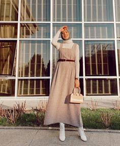 Muslim Women Fashion, Modern Hijab Fashion, Street Hijab Fashion, Abaya Fashion, Modest Fashion, Fashion Outfits, Hijab Casual, Stylish Hijab, Hijab Outfit