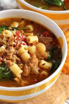 Video The Suburban Soapbox is part of Sausage soup - Healthy and hearty, ready in 20 minutes! The BEST Italian Sausage Soup with White Beans and Spinach So easy to make and one your family will love Healthy Recipes, Cooking Recipes, Hearty Soup Recipes, Delicious Recipes, Yummy Food, Diet Food To Lose Weight, Italian Sausage Soup, White Bean Sausage Soup, Spicy Sausage