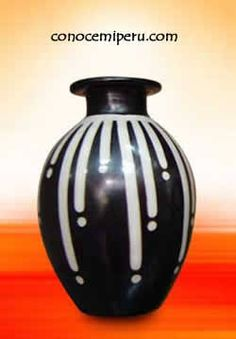 Resultado de imagen para jarrones hechos con cartón Painted Pots, Pottery Painting, Bottle Art, Flower Pots, Black And White, Reiki, Bottles, Cups, Design