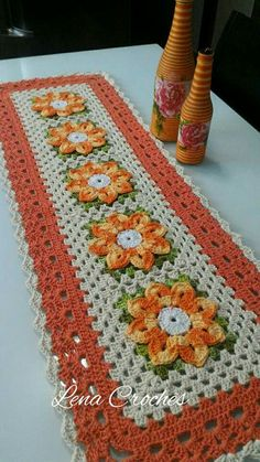 Wonderful Crochet a Solid Granny Square Ideas That You Would Love Crochet Square Patterns, Crochet Motif, Crochet Designs, Crochet Doilies, Free Crochet, Crochet Sunflower, Crochet Leaves, Crochet Flowers, Crochet Table Runner