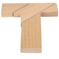Houten Puzzel T, merk Goki     Probeer met de houten stukjes een T te maken, wordt gelverd in een stoffen zakje.     Item: 340DA-11 € 1,95