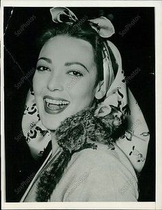 MJ3 1955 Movie Star Linda Darnell With Pet Monkey on Shoulder Original Photo