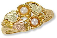 G Lustrous Landstroms ladies Black Hills Gold pearl ring features gold leaves and two Genuine Cultured Pearls. Black Hills Gold Jewelry, Silver Jewelry, Fine Jewelry, Unique Jewelry, Women's Jewelry, Vintage Jewelry, Gold Pearl Ring, Gold Rings, Pearl Rings