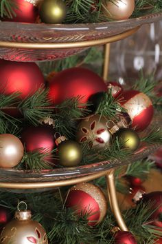 Tiered Tabletop Christmas Centerpiece.....plus ideas for many creative Christmas centerpieces!    What you will need: Glass Tier Platter, Ornaments, Pine branches, Pinecones & Mistletoe.