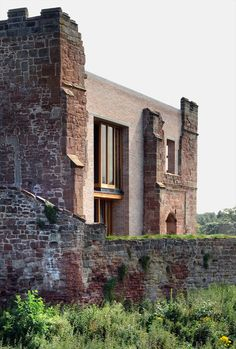 A contemporary house inserted into Astley Castle ruins by Witherford Watson Mann Architecture Renovation, Architecture Old, Historical Architecture, Contemporary Architecture, Monumental Architecture, Contemporary Houses, Sustainable Architecture, Residential Architecture, Parasite Architecture