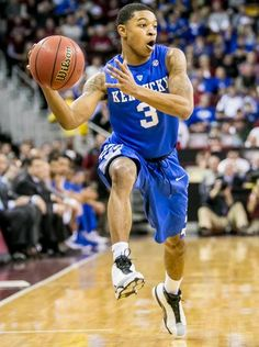 Kentucky Wildcats guard Tyler Ulis looks to drive against
