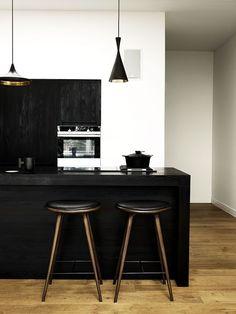 Os ambientes integrados são ótimas opções para quem tem um espaço pequeno e deseja passar a sensação de lugar amplo. Cada vez mais presente na casa dos brasileiros, a cozinha integrada caiu no gosto e