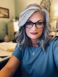 Long Silver Hair, Silver White Hair, Long Gray Hair, Grey Blonde Hair, Brunette To Blonde, Grey Hair And Glasses, Hair Turning White, Grey Hair Looks, Gray Hair Highlights