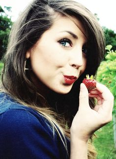 """@zozeebee Zoe Sugg is such an amazing person and inspiration to many people. She's known for being a YouTuber (""""Zoella"""") and having 8 million+ subscribers, but she is also kind and intelligent. She is a radiant example of positivity and acceptance. She makes the world a better place every single day. Thank you Zoe."""
