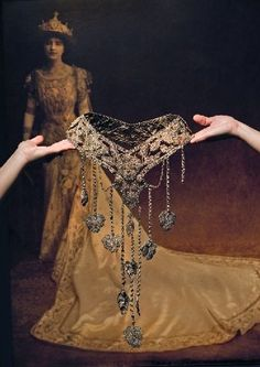 The 1909 Queen of Comus Edna May Hart wore elaborate pansy-themed jewelry, including this stomacher, a bejeweled belt-like accessory.