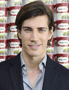 Oriol Elcacho. Handsome model.