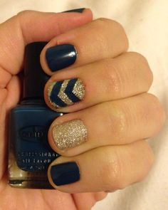 Glittery Winter manicure