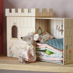 Crafts To Do, Felt Crafts, Fabric Dolls, Paper Dolls, Mouse Crafts, Sewing Stuffed Animals, Tiny Furniture, Princess And The Pea, Tiny Dolls