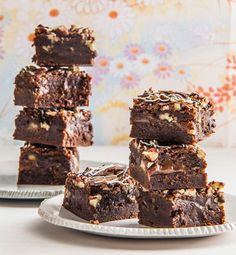 Deze heerlijke brownies uit het kookboek van Heel Holland Bakt winnares Annemarie Pronk (Heel Holland Bakt met Annemarie, bakken met liefde) zijn echt onweerstaanbaar! En het boek staat vol met dit…