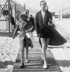 Anita Loos and Cecil Beaton go for a stroll at Palm Beach, Florida - 1930
