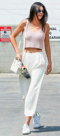 Hacks to Steal From the Best Model Off-Duty Moments Kendall Jenner chose to wear a pair of crisp culottes with her pink crop top while out in LA.Kendall Jenner chose to wear a pair of crisp culottes with her pink crop top while out in LA. Street Style Outfits, Looks Street Style, Mode Outfits, Fashion Outfits, Style Fashion, Sneakers Fashion, Trendy Fashion, Culottes Street Style, Fashion Killa