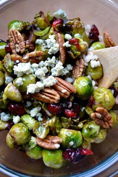 brussels sprouts with cranberries and pecans Vegetable Recipes, Vegetarian Recipes, Healthy Recipes, Clean Recipes, Delicious Recipes, Thanksgiving Side Dishes, Thanksgiving Recipes, Family Thanksgiving, Winter Recipes