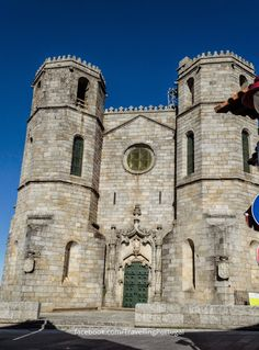 Catedral de Guarda | Turismo en Portugal Sacred Architecture, Religious Architecture, Castle Ruins, Place Of Worship, Mosque, Notre Dame, Cathedral, Building, Travel