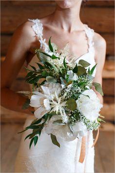 white and green bouquet | leafy bouquet | rustic wedding ideas | wedding planning tips | #weddingchicks