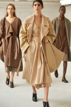 Men Fashion Show, Fashion 2020, Womens Fashion, Fashion Trends, Fashion Apps, City Fashion, Fashion History, Vogue Paris, Christophe Lemaire