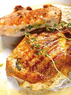 Bistecchine di maiale farcite al gorgonzola: un secondo appetitoso e goloso che risolve una cena in modo semplice e veloce. Ghiottissimo!