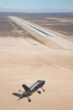 F-35 turning to final at Edwards AFB