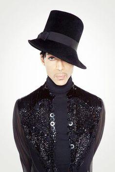 9/100 Photos Of Prince.   So, this hat is cool and all, but I don't have a thing that goes with it.  :)
