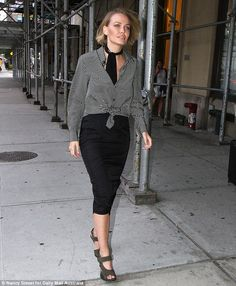 Hot mana! Lara Bingle was spotted looking trim in business wear after wrapping up a shoot ...