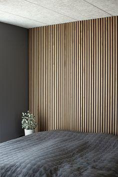create an elegant slat wall or slat ceiling Wood Slat Wall, Wood Slats, Wood Slat Ceiling, Bedroom Wall, Master Bedroom, Bedroom Decor, Wall Design, House Design, Black Walls