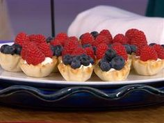 Celebrate the 4th with mini berry cream pies and berry/lemonade popsicles