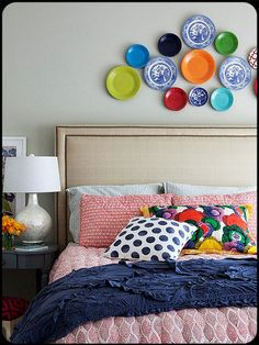 wall art, bedroom decor, plates, colors, bedroom design, bedrooms, homes, guest rooms, plate wall