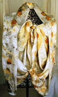 Tessuto in seta operata con stampa di foglie di varie specie di eucalipto made by Stefania Pellarini