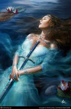 The Lady of the Lake, Lady of Avalon, is the title name of the ruler of Avalon in the Arthurian legend. There are several related characters in the role which include giving King Arthur his sword. King Arthur Legend, Legend Of King, Fantasy Women, Fantasy Art, Character Inspiration, Character Art, Illustration Fantasy, Mists Of Avalon, Roi Arthur