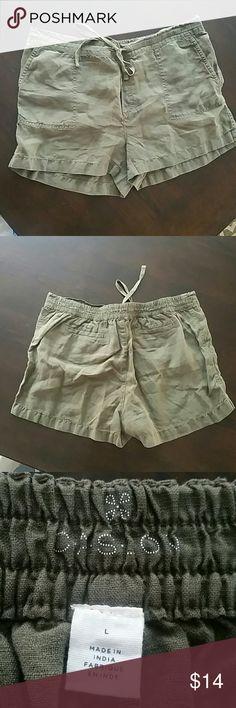 "Cason linen shorts drawstring waist size large Army green linen shorts with drawstring waist. Brand is Caslon, size is large. 34"" waist unstretched. Caslon Shorts"