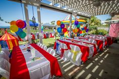 Circus party: impactful and cheap (gazebo, simple primary table cloths, white runners, balloon centerpieces) Carnival Baby Showers, Circus Carnival Party, Circus Theme Party, Carnival Birthday Parties, Carnival Themes, First Birthday Parties, Birthday Party Themes, Birthday Ideas, Circus Wedding