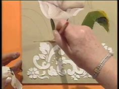 MONITOR | Silvia Mongelos pinta un cuadro en oleo | Manos a la Obra-tulipanes con stencil Painting & Drawing, Watercolor Paintings, Decoupage, Stencil, Plaster Art, Miguel Angel, Mayo, Folk Art, Drawings