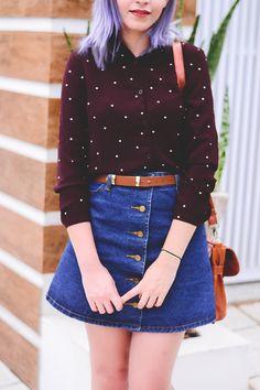 Look: camisa de poás e saia com botões na frente (clique para ver mais fotos e saber de onde são as peças)