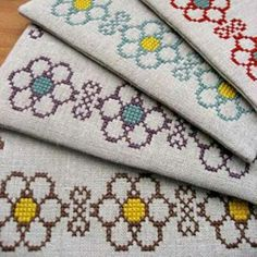 This Pin was discovered by Ünz Cross Stitch Sea, Cross Stitch Borders, Crochet Borders, Crochet Flower Patterns, Cross Stitch Flowers, Cross Stitch Charts, Cross Stitch Designs, Cross Stitching, Cross Stitch Embroidery