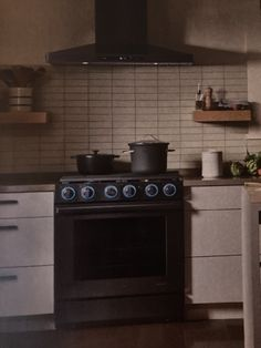 50s Kitchen, Oven, Kitchen Appliances, Diy Kitchen Appliances, Home Appliances, Ovens, Kitchen Gadgets, 1950s Kitchen