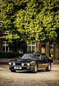 How the original Aston Martin Vantage toppled the supercar tree Classic Aston Martin, Aston Martin V8, Aston Martin Vantage, Ferrari Berlinetta, Best Classic Cars, Sports Sedan, Car Magazine, Performance Cars, Car Manufacturers