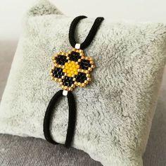 """""""bilekliklerde bugun: siyah papatya """" #miyuki#bead#miyukibileklik#miyukibeads#elyapımıtakı#elyapimi#handmade#flower#instajewelry#instagram#jewellery#accessories#aksesuar#taki#tasarim#takitasarim#peyote#brickstitch#instamoda#instafollow#instafashion#bracelet#bileklik#moda#istanbul"""