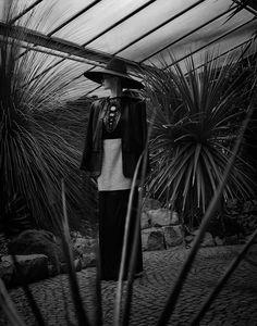 Project: MYSTERY GARDEN - for LE MILE MAGAZINE   Photographer: Elizaveta Porodina
