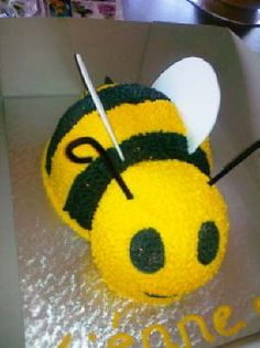 Ahhhh bee cake! Any takers to make this for my BEEDAY?