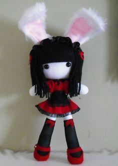 This is a DOLLi i did on commission Usagi Clay Art Projects, Animal Projects, Kawaii Plush, Cute Plush, Felt Dolls, Plush Dolls, Diy Emo Clothes, Creepy Stuffed Animals, Chica Punk