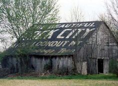 Rock City Barn - Eagleville, Tennessee ~  the property-owner received free passes to the attraction and an armload of promotional wares (like Rock City thermometers), along with the free painting for the use of his barn as an advertising aid.  Those who needed no thermometers might be paid a modest sum of $3, as well.