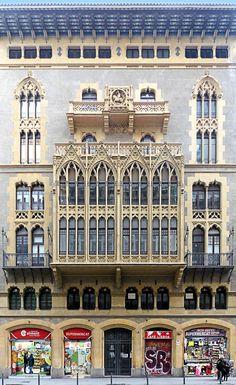 Casa Pomés 1921 Arquitecto: Claudi Duran i Ventosa, Barcelona. Architecture Concept Drawings, Art Nouveau Architecture, Historical Architecture, Beautiful Architecture, Art And Architecture, Architecture Details, Gaudi, Barcelona Architecture, Barcelona Travel