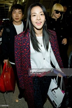 dara-of-south-korean-girl-group-2ne1-is-seen-at-incheon-international-picture-id156191725 (683×1024)